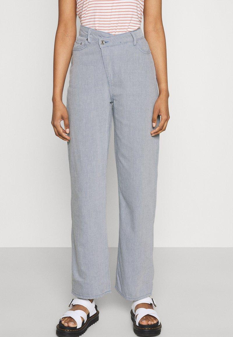 Weekday - ALLANIT SKEW TROUSERS - Trousers - denim as hanger