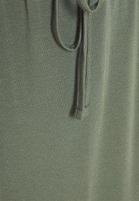Vero Moda Petite - VMAVA ANCLE SKIRT - Maxi sukně - laurel wreath - 2