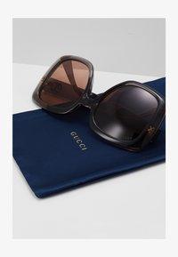 Gucci - Okulary przeciwsłoneczne - grey/brown - 1