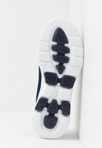 Skechers Performance - GO WALK 5 - Obuwie do biegania Turystyka - navy/white - 4
