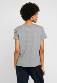 Armani Exchange - Print T-shirt - grey - 2
