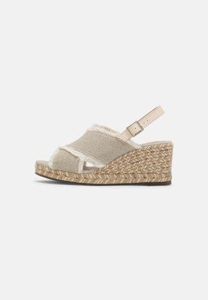 ROSEMARY TERRA - Korkeakorkoiset sandaalit - marfil