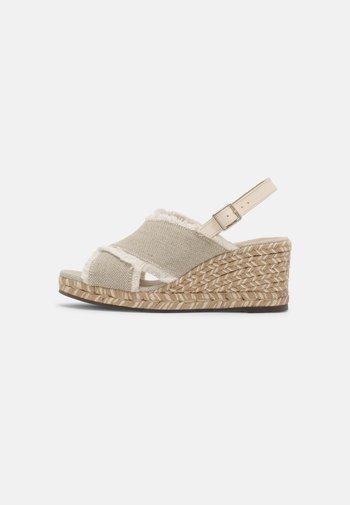 ROSEMARY TERRA - Sandály na platformě - marfil