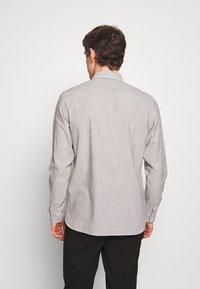 AllSaints - BEDFORD - Košile - white/light grey - 2