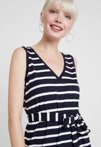 Banana Republic - V NECK TIE WAIST DRESS STRIPE - Jersey dress - navy - 4