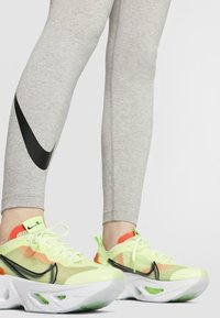 Nike Sportswear - Leggings - Hosen - dark grey heather/black - 4