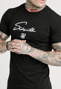 SIKSILK - TECH LOGO TEE - T-shirt - bas - black - 4