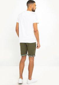 Threadbare - SHORT REDCAR - Shorts - grün - 2