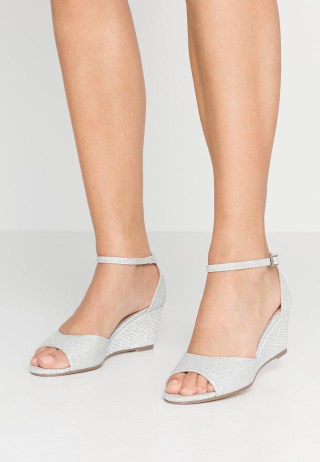 JEMMA - Sandały na koturnie - silver
