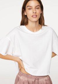 OYSHO - Basic T-shirt - white - 0