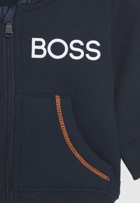 BOSS Kidswear - BABY SET - Mikina na zip - navy - 5