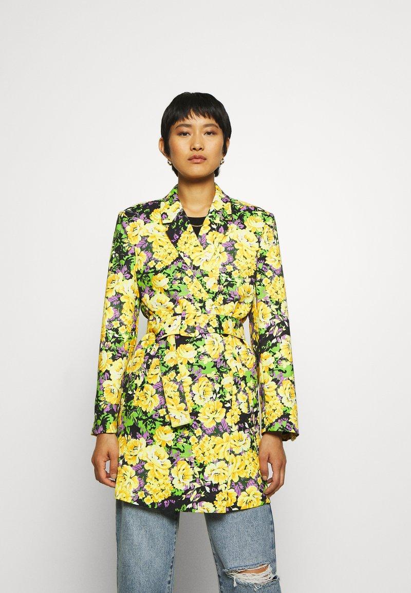 Gestuz - FLEUR - Short coat - yellow