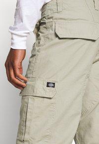 Dickies - NEW YORK - Pantalon cargo - khaki - 4