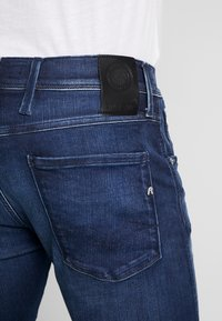 Replay - ANBASS HYPERFLEX CLOUDS - Jeans slim fit - dark blue - 5