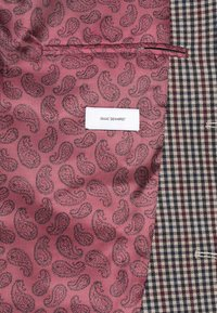 Isaac Dewhirst - BOLD VINTAGE CHECK SUIT - Garnitur - red check - 13