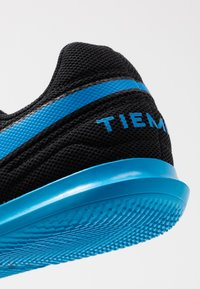 Nike Performance - TIEMPO LEGEND 8 CLUB IC - Indoor football boots - black/blue hero - 5