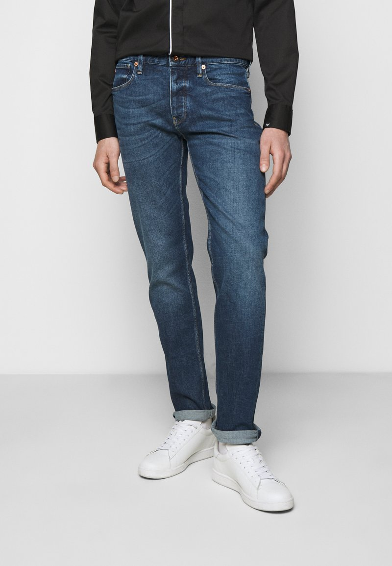 Emporio Armani - POCKETS PANT - Jeans Tapered Fit - blue denim