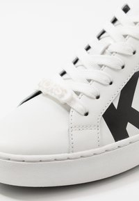 MICHAEL Michael Kors - IRVING LACE UP - Trainers - optic white - 2