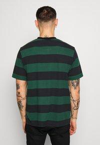 Afends - IN BLOOM RETRO FIT TEE - T-shirt print - black - 2