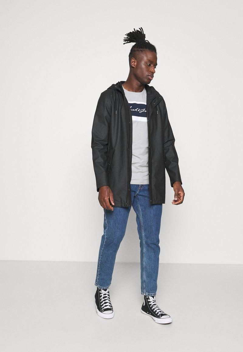 Jack & Jones - JORADAM TEE CREW NECK 3 PACK - T-shirt z nadrukiem - tap shoe