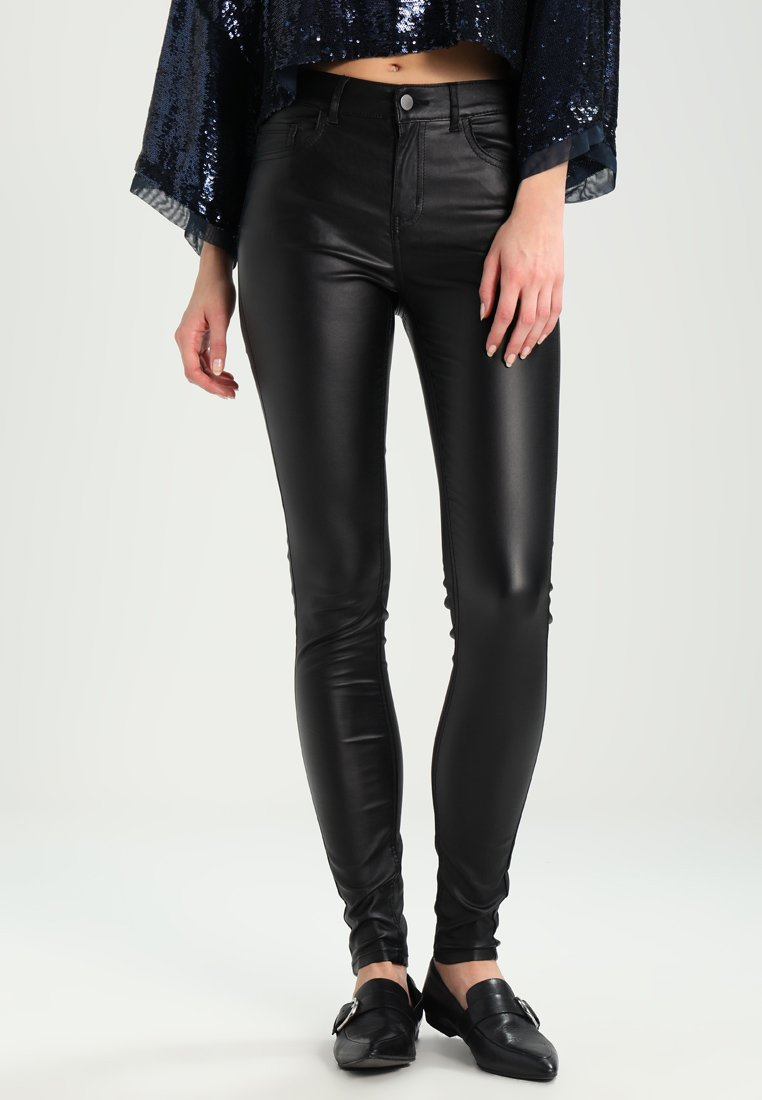 Pieces - PCFIVE COATED - Jeggings - black