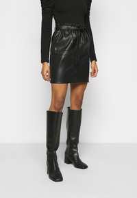 ONLY Petite - ONLRIGIE PAPER BAG SKIRT - Pencil skirt - black - 0