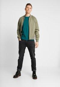 Abercrombie & Fitch - POP ICON CREW FRINGE - Camiseta básica - green - 1