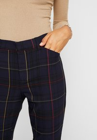 Gap Tall - ANKLE BISTRETCH - Kalhoty - grid plaid - 3