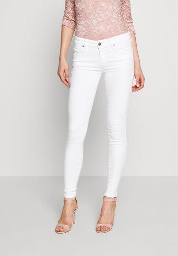 SLANDY - Jeans Skinny Fit - white