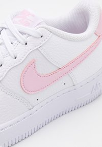Nike Sportswear - AIR FORCE 1 UNISEX - Sneakersy niskie - white/pink foam - 5
