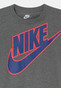 Nike Sportswear - SET UNISEX - Camiseta estampada - hyper royal - 3