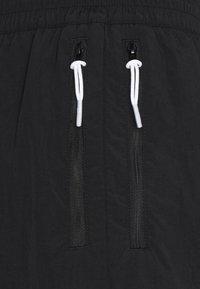 Puma - COURT SIDE PANT - Tracksuit bottoms - black - 3