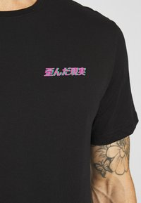 YOURTURN - T-shirt med print - black - 4