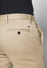 Tommy Hilfiger - CORE STRAIGHT FLEX - Chino - khaki - 5
