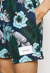 Calvin Klein Swimwear - MEDIUM DRAWSTRING PRINT - Surfshorts - blue - 3