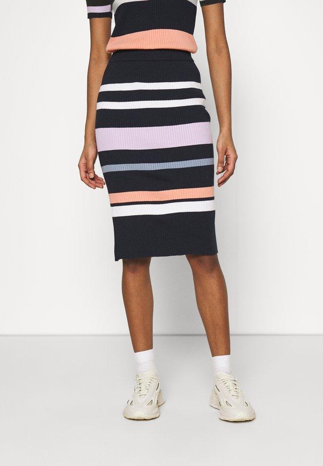 RUE ABOVE THE KNEE SKIRT - Pencil skirt - shimp