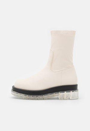 STORMI - Kotníkové boty na platformě - offwhite