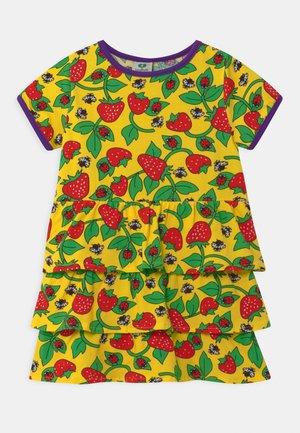 STRAWBERRY - Žerzejové šaty - yellow