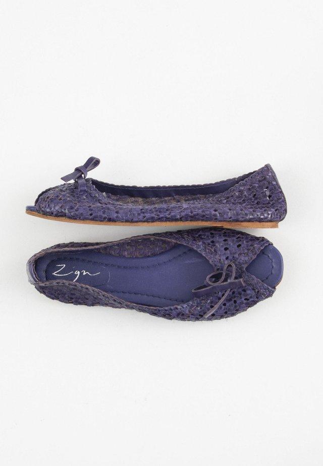 Peeptoe ballerina's - blue