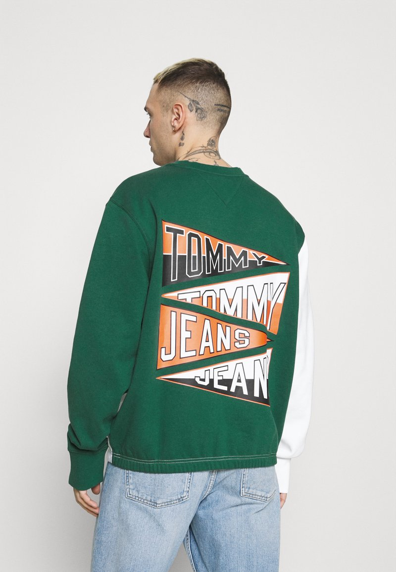 Tommy Jeans - BACK GRAPHIC CREW UNISEX - Sweatshirt - silver grey