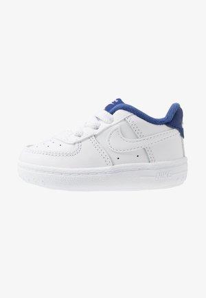FORCE 1 CRIB - Babyschoenen - white/deep royal blue