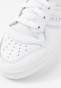 adidas Originals - RIVALRY  - Sneaker low - footwear white/core black - 2
