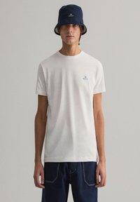 GANT - CONTRAST - Basic T-shirt - off white - 0