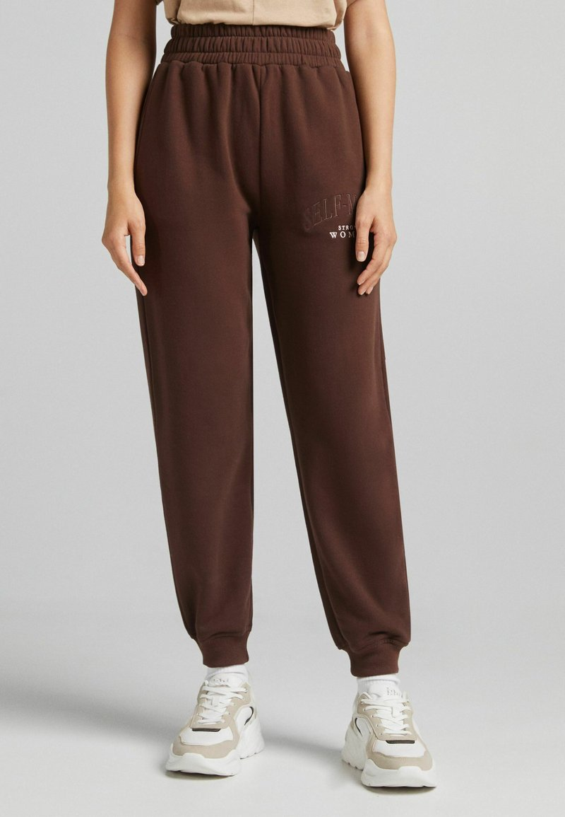 Bershka - MIT PRINT - Pantaloni sportivi - brown