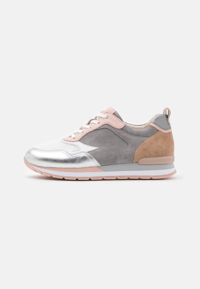 Sneakers laag - weiß/silber/grey