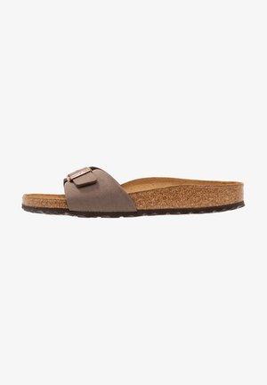 MADRID - Domácí obuv - brown