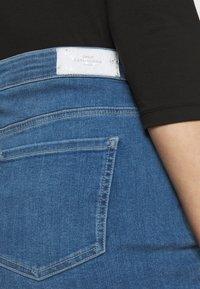 ONLY Carmakoma - CARVERA LIFEKNEE SKIRT - Denim skirt - medium blue denim - 5