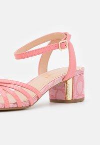Coach - ELOUISE - Sandals - taffy - 6