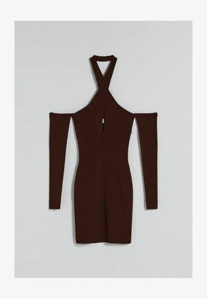 IN WICKELOPTIK MIT FALLENDER SCHULTERNAHT - Robe de soirée - brown