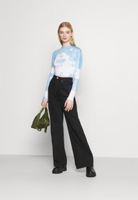 Weekday - SENA TIE DYE LONG SLEEVE - Long sleeved top - blue with white - 1